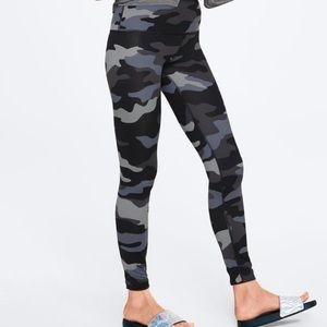 Pink Victoria's Secret ultimate camo leggings xl